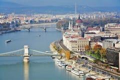 Mening over Donau en het Parlement van Hongarije Royalty-vrije Stock Afbeelding