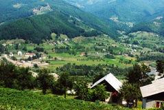 Mening over een dorp in nationaal park Durmitor royalty-vrije stock foto