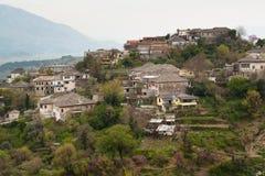 Mening over een landbouwbedrijf in Gjirokaster, Albanië Royalty-vrije Stock Foto's