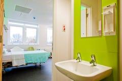 Mening over een moderne het ziekenhuisruimte Stock Afbeeldingen