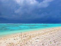 Mening over een turkooise tropische lagune Stock Foto