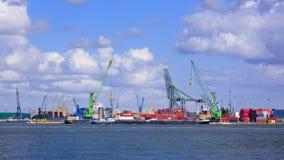 Mening over een werf met containerterminal in Haven van Antwerpen, België stock fotografie
