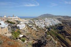 Mening over Fira Santorini, Griekenland met zijn typische witte huizen Royalty-vrije Stock Foto