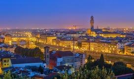Mening over Florence bij nacht stock foto