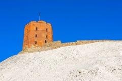 Mening over Gediminas-toren op de kasteelheuvel in de oude stad van Vilnius-stad in Litouwen Stock Afbeelding