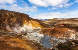 Mening over geothermisch gebied Royalty-vrije Stock Afbeelding