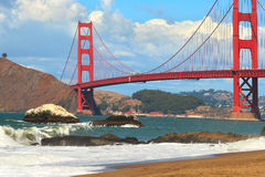 Mening over Golden gate bridge van Baker Beach. Royalty-vrije Stock Fotografie