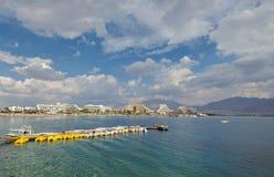 Mening over het centrale strand van Eilat Stock Foto's