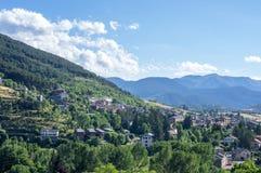 Mening over het dorp van de Alp Stock Foto's