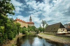 Mening over historisch centrum van Cesky Krumlov europa Stock Foto