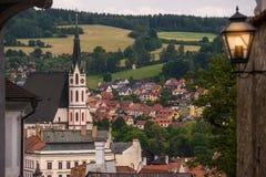 Mening over historisch centrum van Cesky Krumlov europa stock foto's