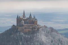 Mening over Hohenzollern-Kasteel van Zeller-Hoorn in de wintertijden, Duitsland royalty-vrije stock foto's