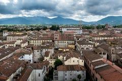 Mening over Italiaanse stad Luca Stock Foto's