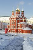 Mening over Kathedraal van het pictogram van de Moeder van Gods` Teken ` van het vroegere Znamensky-klooster op de winter zonnige royalty-vrije stock fotografie
