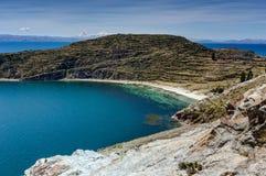 Mening over La-isla del Sol met blauw Hemelwater en bomenmeer T Royalty-vrije Stock Afbeelding
