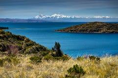 Mening over La-isla del Sol met blauw Hemelwater en bomenmeer T Royalty-vrije Stock Afbeeldingen