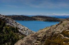 Mening over La-isla del Sol met blauw Hemelwater en bomenmeer T Royalty-vrije Stock Foto