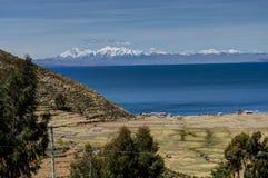Mening over La-isla del Sol met blauw Hemelwater en bomenmeer T Royalty-vrije Stock Fotografie