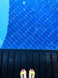 Mening over leeg zwembad stock foto's