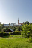 Mening over minder belangrijke basiliek in Grybow, Beskid Sadecki, Polen stock foto