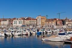 Mening over Oude Haven van Gijon en Jachten, Asturias, Noordelijk Spanje Royalty-vrije Stock Fotografie