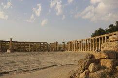 Mening over Ovale Plein Oude Roman stad van Gerasa van Antiquiteit, mo royalty-vrije stock afbeeldingen
