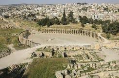 Mening over Ovale Plein Oude Roman stad van Gerasa van Antiquiteit, mo stock foto