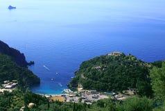 Mening over Paleokastritsa op het eiland van Korfu Stock Afbeeldingen