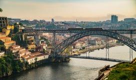 Mening over Porto en rivier Douro met Dom LuÃs I brug royalty-vrije stock afbeelding