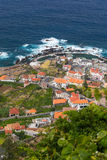 Mening over Porto Moniz dorp, het eiland van Madera, Portugal Royalty-vrije Stock Foto's