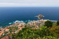Mening over Porto Moniz dorp, het eiland van Madera, Portugal Stock Afbeeldingen