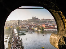 Mening over Praag en Heilige Vitus Cathedral Stock Fotografie