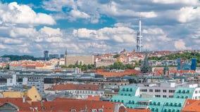 Mening over Praag lamdmark met Zizkov-Televisietoren timelapse stock video