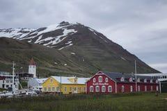 Mening over Siglufjordur in IJsland Stock Fotografie
