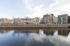 Mening over sommige gebouwen dichtbij van de binnenstad van Den Haag Stock Afbeeldingen