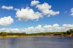 Mening over Sorraia-rivier in Santarem, Setubal, Portugal Stock Afbeeldingen