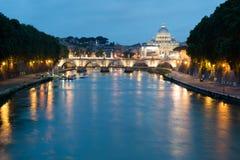 Mening over St Peter's nachts Basiliek Royalty-vrije Stock Foto
