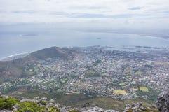 Mening over stad en van de Lijst Berg van seaakant Royalty-vrije Stock Foto