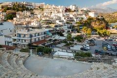 Mening over stad van Aghia Galini op het eiland van Kreta, Griekenland Stock Foto