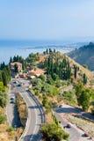 Mening over Taormina en Giardini Naxos, Sicilië Royalty-vrije Stock Foto's