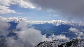 Mening over Tirolean Alpen van Nordkette-bergketen door brea royalty-vrije stock foto