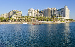 Mening over toevluchthotels en promenade, Eilat, Israël Stock Foto