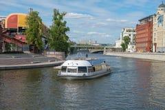 Mening over Vodootvodny-Kanaal Stock Foto