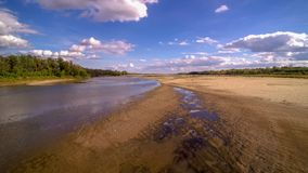 Mening over wilde Vistula-rivieroever in Jozefow dichtbij Warshau in Polen royalty-vrije stock afbeeldingen