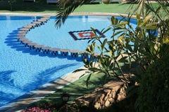 Mening over zwembad Royalty-vrije Stock Foto's