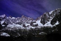 Mening tijdens de nacht van Mont Blanc-ketting Royalty-vrije Stock Foto