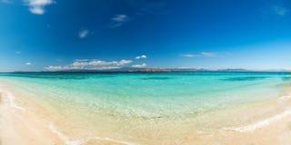 Mening van aardig tropisch strand Royalty-vrije Stock Fotografie