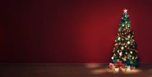 Mening van aardige verfraaide Kerstmisboom en sommige giftdozen binnen Royalty-vrije Stock Afbeeldingen