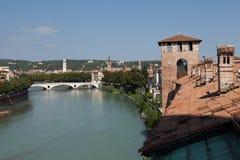 Mening van Adige-rivier Verona, Italië Stock Fotografie
