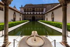 Mening van Alhambra binnenland in Granada, Spanje royalty-vrije stock fotografie